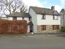 For Sale – This well presented detached property close to Tavistock Town