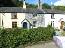 Attractive cottage in quiet rural hamlet yet close to town...