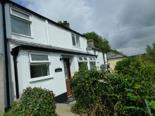 Recently refurbished light and airy one double bedroom cottage with a private detached garden...